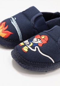 Nanga - FEUERWEHR - Domácí obuv - dunkelblau - 6