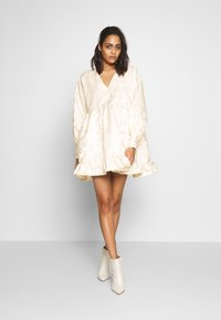 Sister Jane - OWN THE THRONE MINI DRESS - Juhlamekko - cream - 1