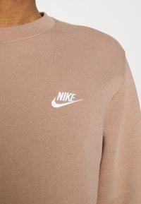 Nike Sportswear - CLUB CREW - Sweatshirt - desert dust - 4