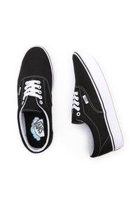 Vans - UA COMFYCUSH ERA - Sneakers - black - 2