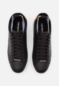 Emporio Armani - Sneakers basse - black/ochra/grey - 3