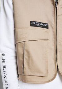 Daily Basis Studios - UTILITY VEST - Waistcoat - stone - 5