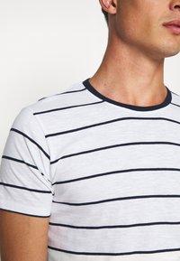 Lindbergh - STRIPED SLUB TEE - Print T-shirt - white - 5