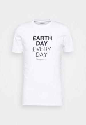 ALDER EARTHDAYEVERYDAY TEE - T-shirt print - bright white