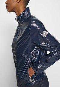 PYRENEX - PACKABLE HOOD SYLVIA - Summer jacket - amiral - 5