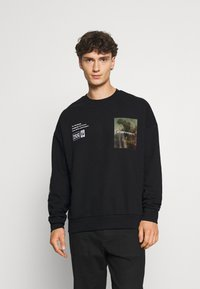 The Couture Club - OVERSIZED CREW WITH OIL-PAINT STYLE ART PRINT - Hoodie - black - 0