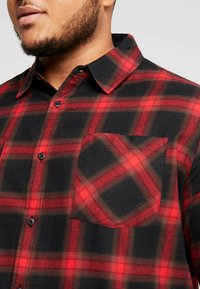 Urban Classics - Camicia - black/red - 4