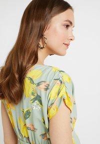 MAMALICIOUS - MLLEMON DRESS - Vestido largo - frosty green/lemon - 4