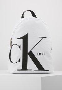 Calvin Klein Jeans - ROUNDED - Batoh - white - 0