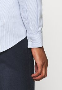 Calvin Klein Tailored - STRUCTURE EASY CARE SLIM SHIRT - Formal shirt - blue - 3