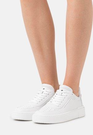 RYAN TOP  - Tenisky - white