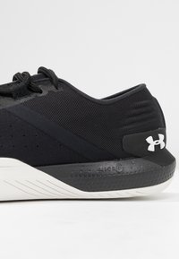 Under Armour - TRIBASE REIGN - Sports shoes - black/white - 5