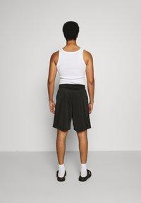Diesel - P-FRAKLE SHORTS - Shorts - black - 2
