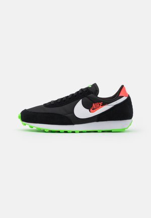 DAYBREAK - Sneaker low - black/white/green strike/flash crimson