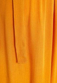 MAMALICIOUS - MLLANA 2/4 WOVEN SHORT DRESS  - Sukienka letnia - desert sun - 2
