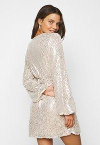 Glamorous Petite - NECK WRAP DRESS - Cocktail dress / Party dress - nude silver - 2