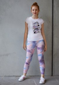 Converse - LET IT GLOW SNEAKER STACK TEE - T-shirt con stampa - white - 1