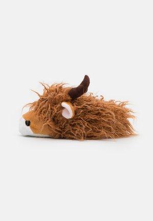 LONG HAIR HIGHLAND COW - Kapcie - brown