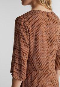 Esprit - LIGHT WOVEN - Vapaa-ajan mekko - rust brown - 4