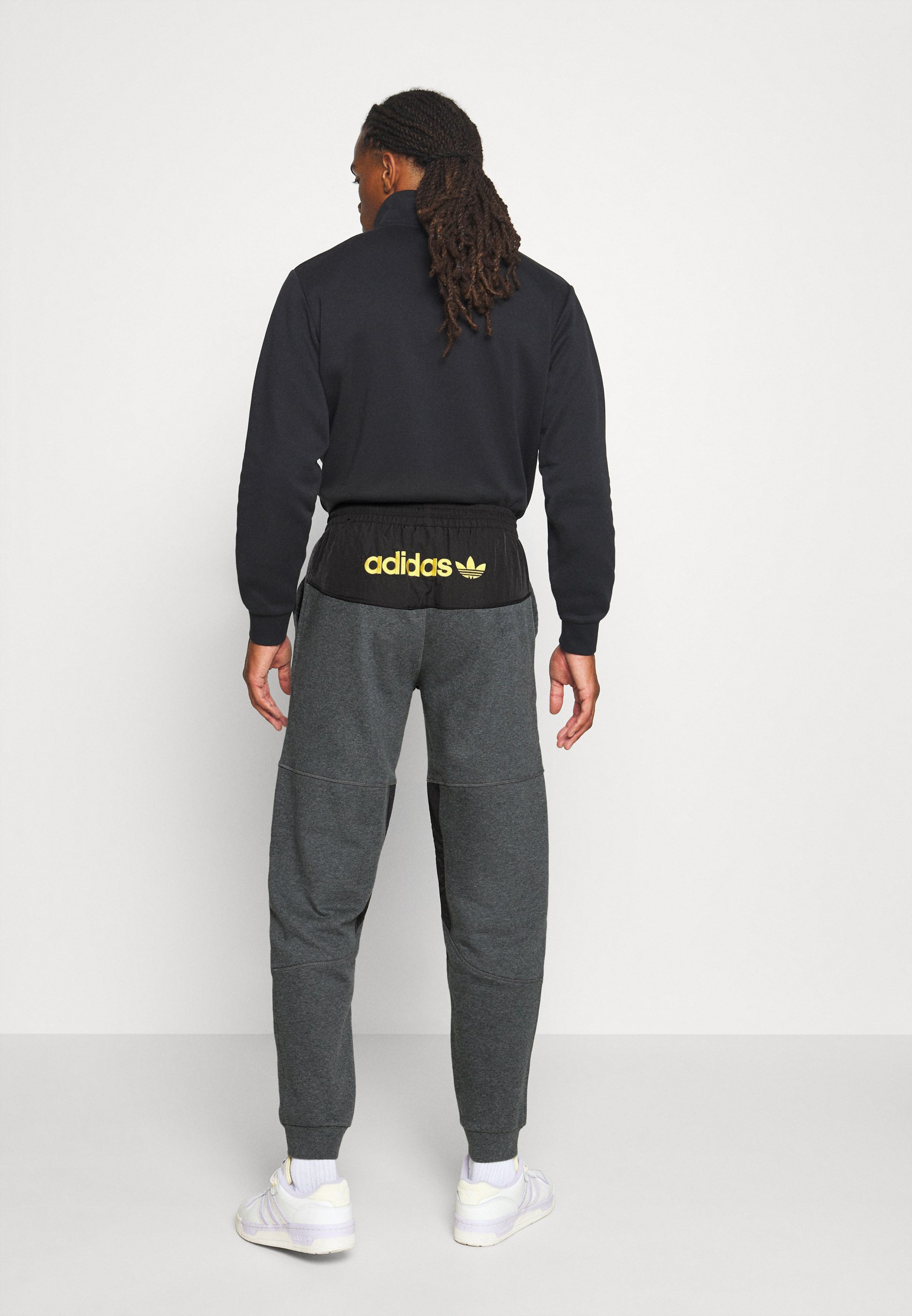 adidas Originals FIELD PANT - Tracksuit bottoms - dark grey Sc3AO