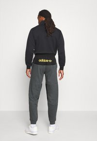 adidas Originals - FIELD PANT - Træningsbukser - dark grey - 2