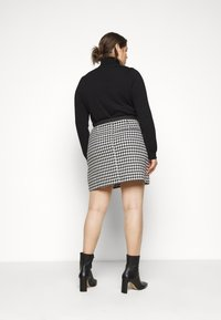 Simply Be - HOUNDSTOOTH MINI SKIRT - Mini skirt - black/white - 2