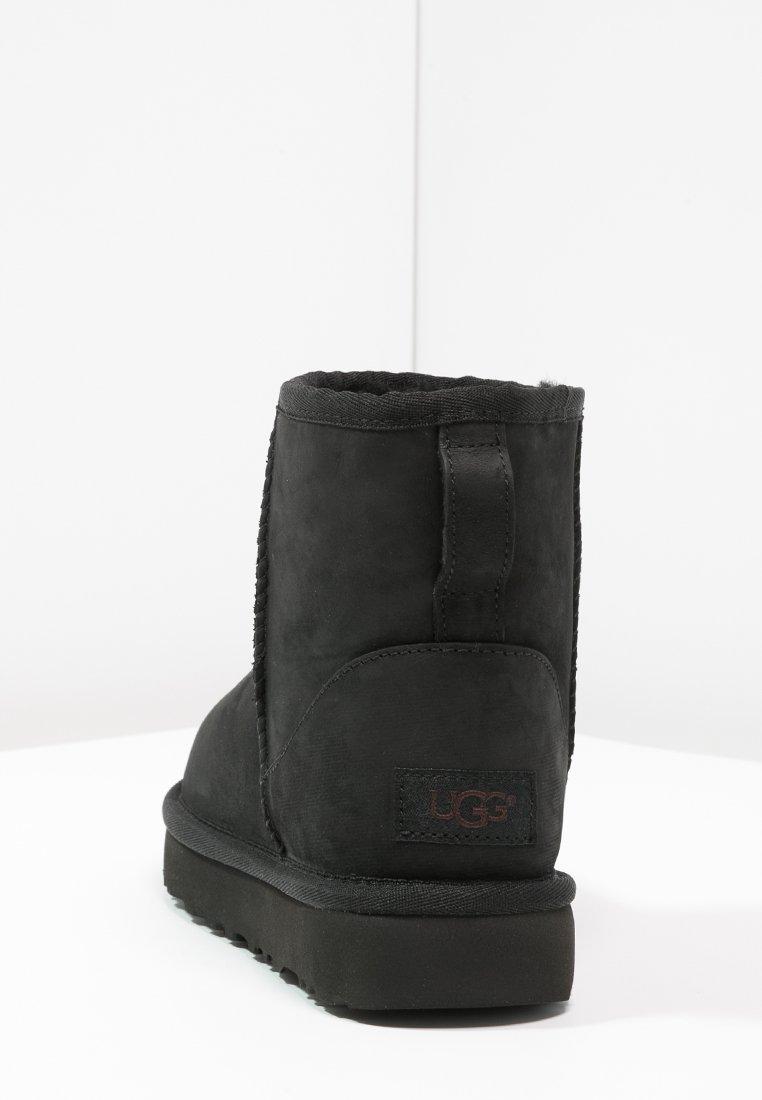 UGG CLASSIC MINI Stiefelette black/schwarz