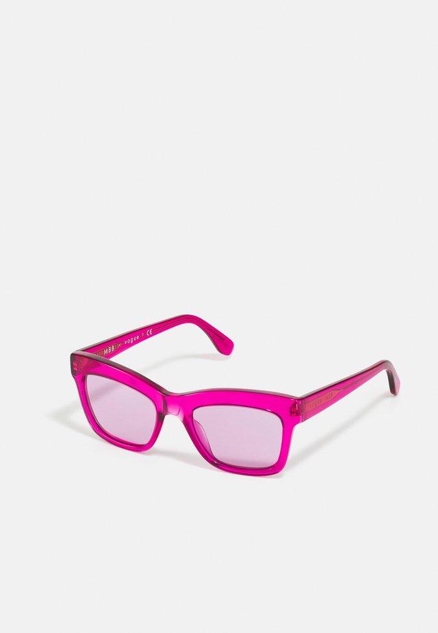 MARBELLA - Sluneční brýle - transparent fuxia