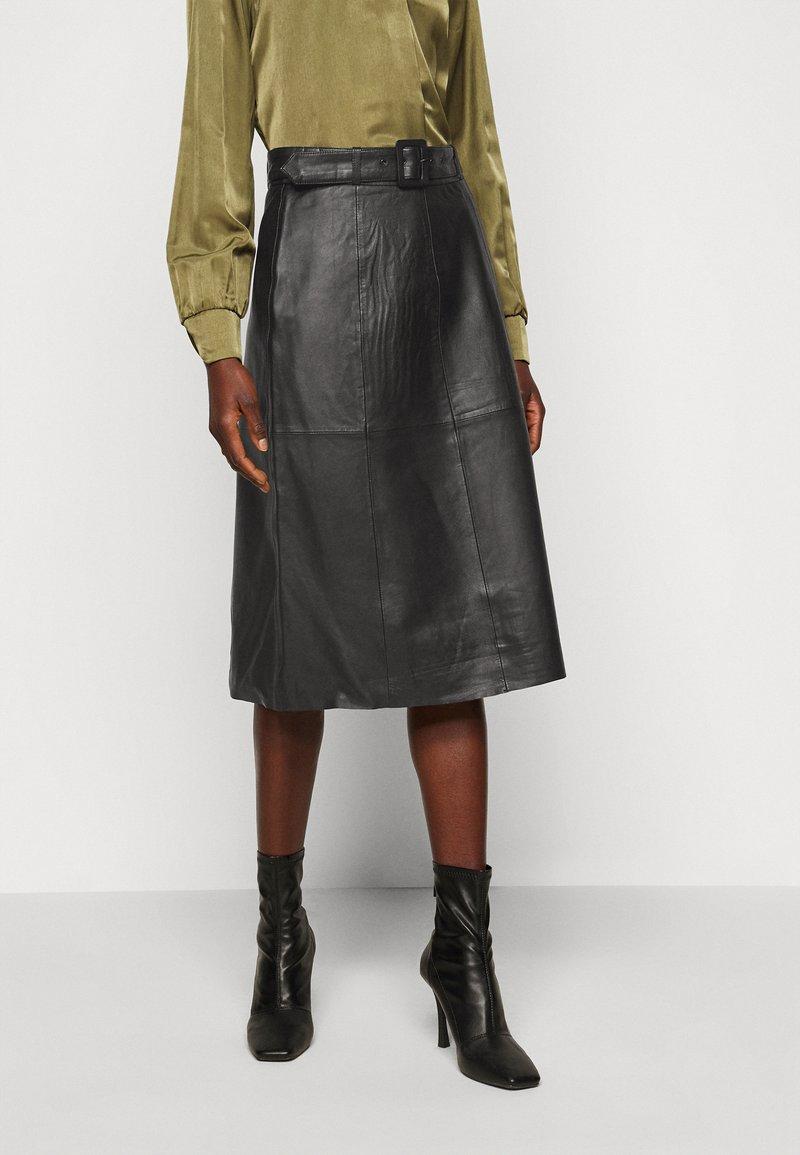 Selected Femme Tall - SLFOLLY  MIDI SKIRT - Leather skirt - black