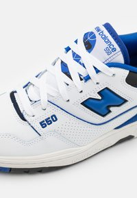 New Balance - 550 UNISEX - Sneakers basse - white/royal - 5