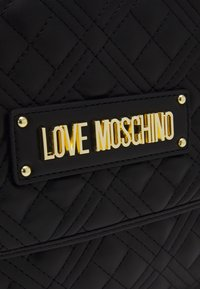 Love Moschino - TOP HANDLE QUILTED FLAP HANDBAG - Handbag - nero - 5