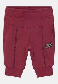 adidas Originals - CREW SET UNISEX - Survêtement - legred - 2