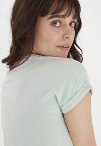 Fransa - MIT FLORALEM PRINT - Print T-shirt - aqua foam - 4