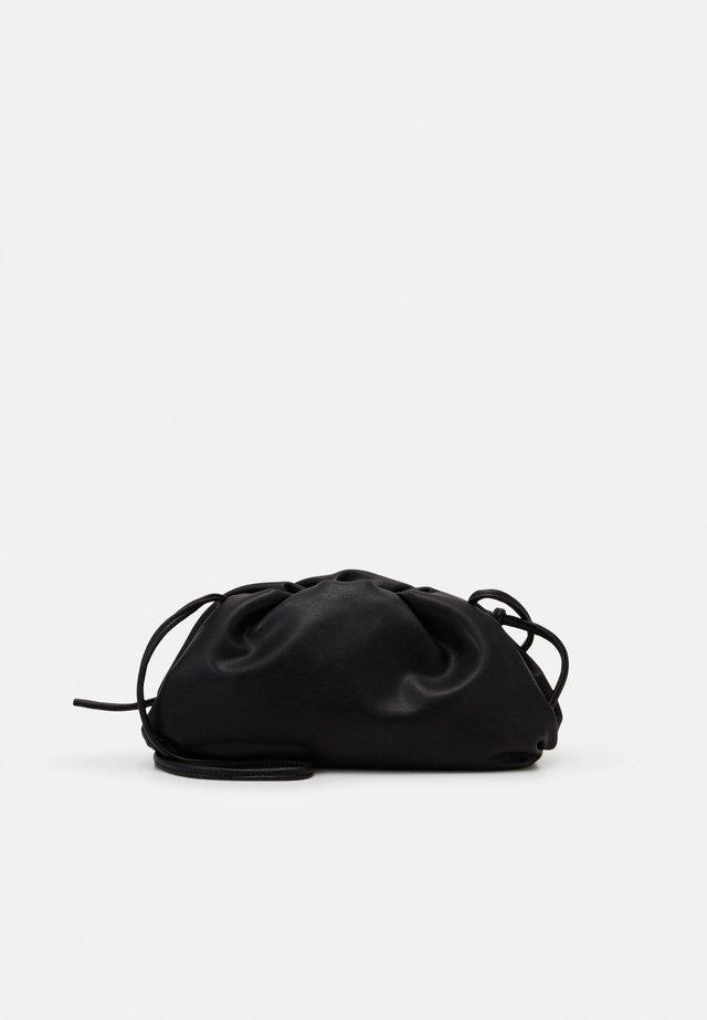 NIKKI POUCH - Across body bag - black