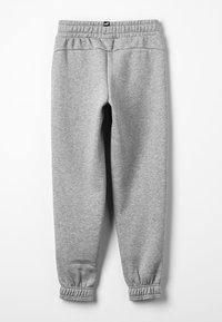 Puma - ESS LOGO SWEAT PANTS FL CL B - Tracksuit bottoms - medium gray heather - 1