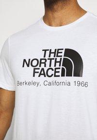 The North Face - BEREKELY CALIFORNIA TEE - Print T-shirt - white - 5