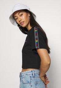 Ellesse - CURVA - Print T-shirt - black - 3