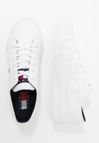 Tommy Jeans - LONG LACE UP - Baskets basses - white - 1