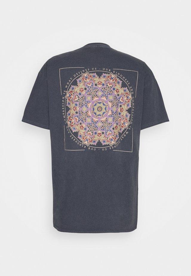 MANDALA TEE UNISEX - Print T-shirt - charcoal