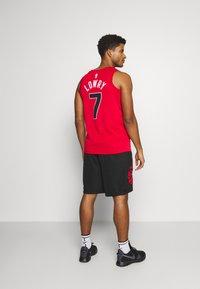 Nike Performance - DRY SHORT PRINT - Träningsshorts - black/university red - 2