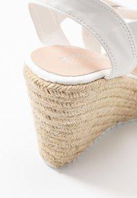 Madden Girl - ROSEWOD - Sandales à talons hauts - white - 2