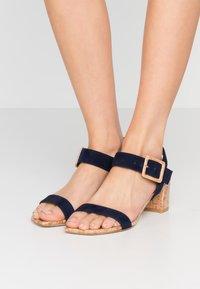 Stuart Weitzman - ALEXANDRINE  - Sandaalit nilkkaremmillä - nice blue - 0