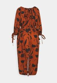 Mother of Pearl - RAGLAN SLEEVE DRESS WITH GATHERED NECK & CUFFS - Denní šaty - botanical rust - 8