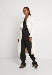 Vila - VIPOKU BELTED LONG COAT - Classic coat - birch - 1