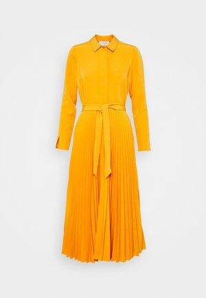 CLOSET PLEATED SHIRT DRESS - Maxi-jurk - rust