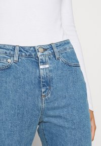 CLOSED - BAKER HIGH - Slim fit jeans - mid blue - 4