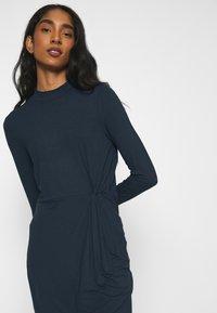 Vero Moda - VMNORA SHORT DRESS - Day dress - navy blazer - 3