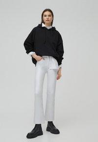 PULL&BEAR - Flared Jeans - white - 1