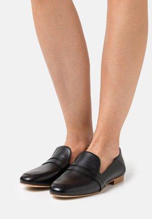 KARIN  - Nazouvací boty - black