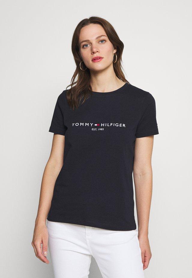 T-shirt con stampa - desert sky